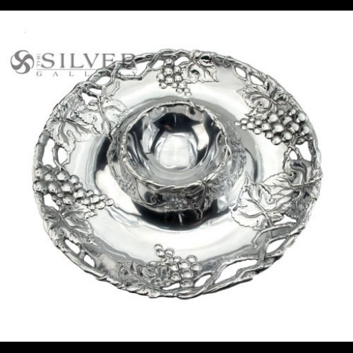 Arthur Court Round Grape Chip and Dip Tray