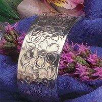 Salisbury Pewter Flower/Month Bracelet - February Violet